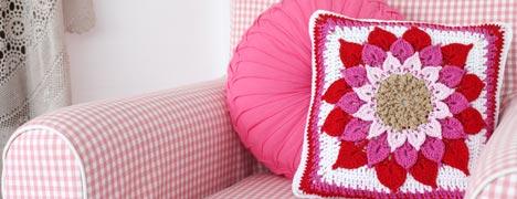 Crochet - Crocodile Flower Cushion