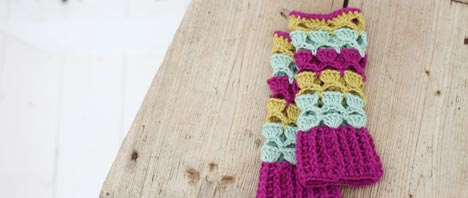 Free Crochet Pattern - Shell Wrist Warmers