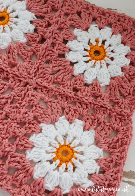 Free Crochet Pattern - Daisy Granny Squares | Lululoves Blog