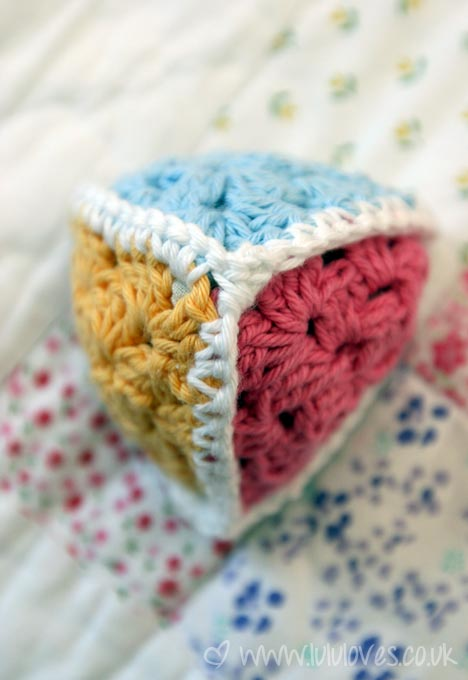 crochet-triangle-toy2
